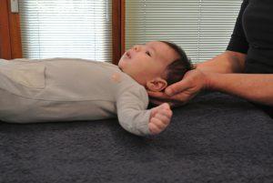 Osteopathie behandeling bij een baby